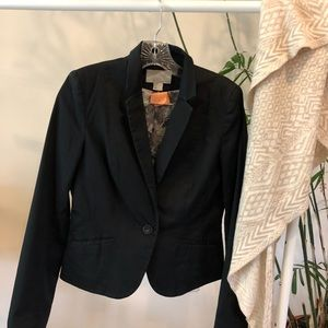 Perfect, fitted black blazer. Size: 8.